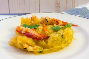 Courge spaghetti au homard et beurre aux herbes et à l'ail