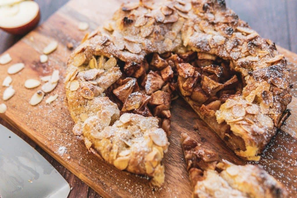 tarte rustique aux pommes et aux amandes